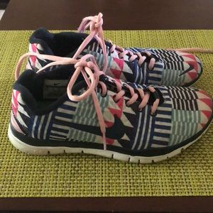 Nike Aztec Free Run Sneakers